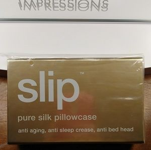 Bnib authentic slip pure silk pillowcase